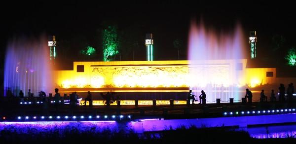 滨河公园夜景