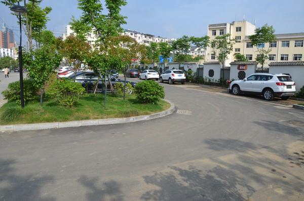 四中停车场DSC_0043.jpg