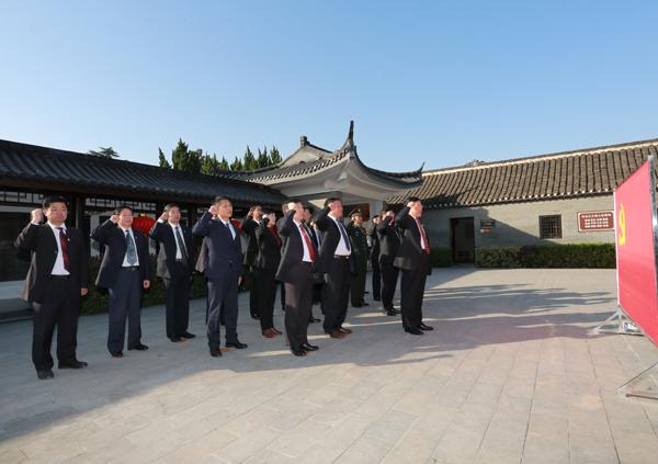 市领导集体到龙岗抗大八分校纪念馆开展革命传统教育