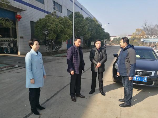 万寿镇班子领导新春走访企业送祝福