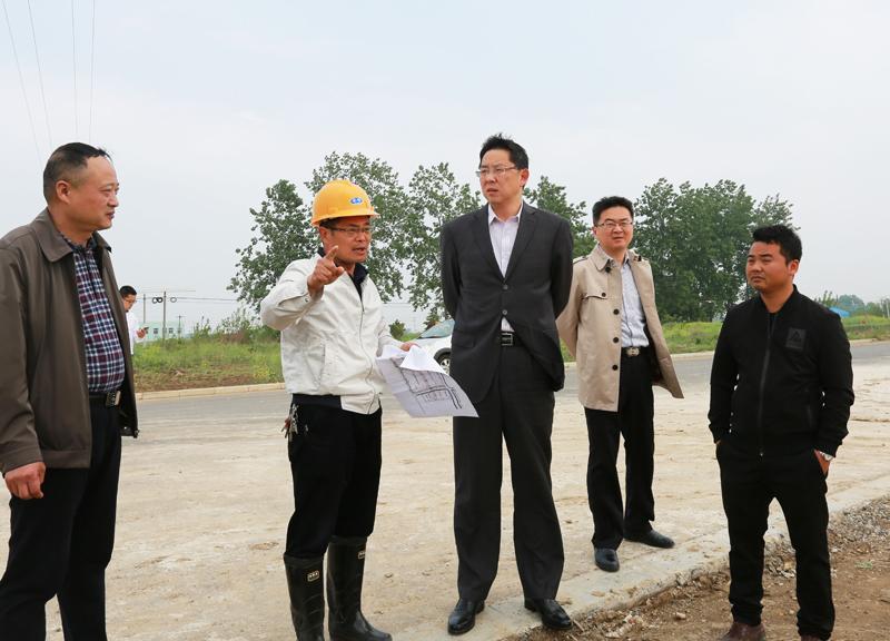 邓继敢督查招商引资项目和城建重点工程建设情况