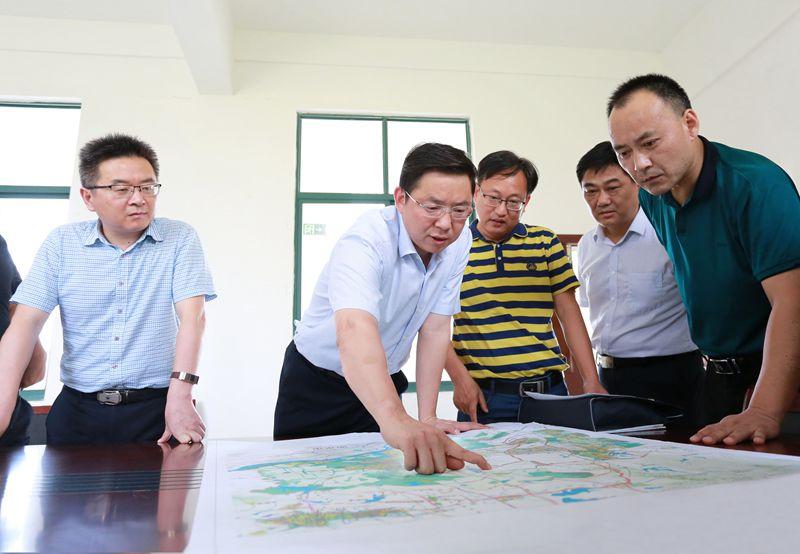 鄧繼敢專題調研鄉村振興重點道路規劃建設工作