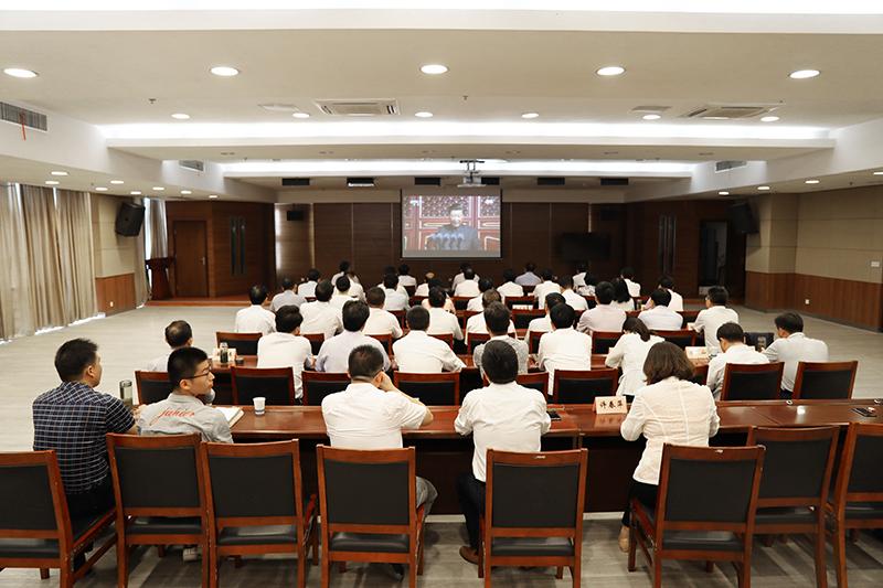 市几大班子领导集中收看新中国成立70周年国庆盛典