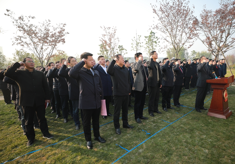 我市舉行國家憲法日集中宣誓儀式