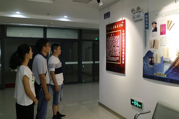 市图书馆举办中国家谱家训族规资料展